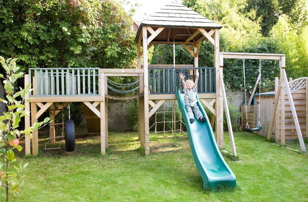 mediniai vaikų žaidimo nameliai